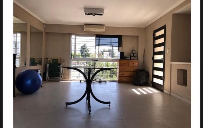 Hermosa casa en venta. José Ingenieros.